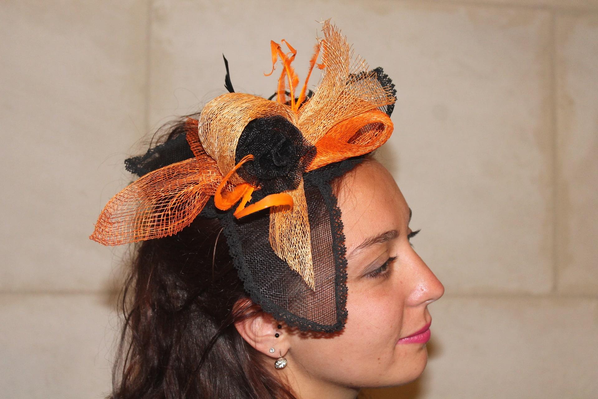 Porter un chapeau Bibi pour une réception ou un mariage