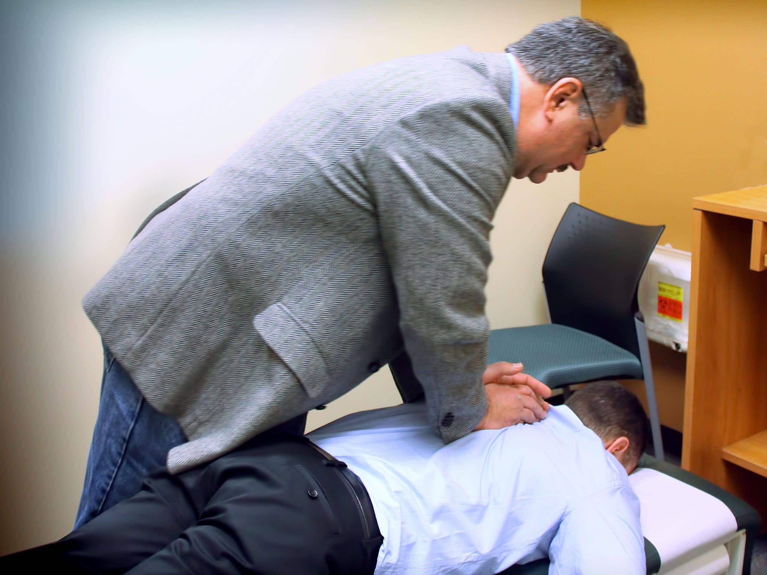 Séance d'ostéopathie en entreprise