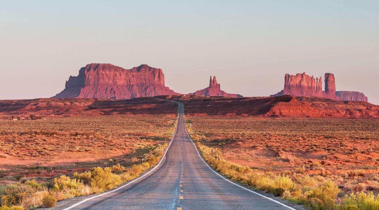 Route au milieu du désert USA