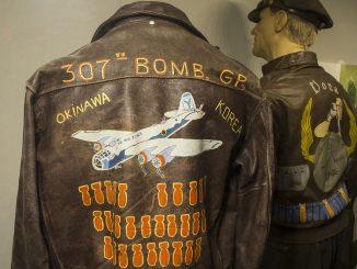 Ancinne veste d'aviateur pour homme datant de la guerre